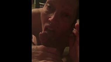Tinder Date Milf gives me a smoking blowjob