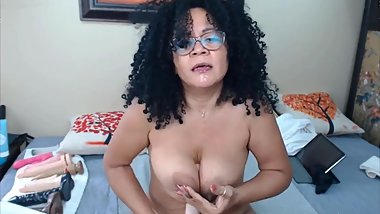 Mature latina shakes on a toy while cums