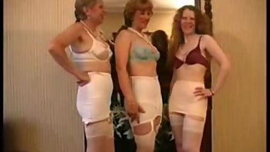 SEXY VINTAGE LINGERIE MATURE OLDER MILF LONG LEGS STOCKING FASHION LADY