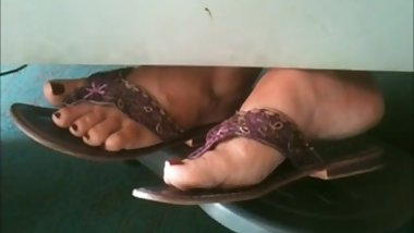 Candid French Mature Feet (Faceshot)