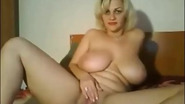Natural busty mature masturbating
