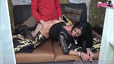 Schwanz bestellt - young callboy used by mature housewife with big tits