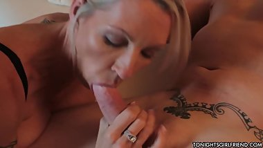 Good looking babe Emma Starr gives blowjob and gets nailed in a hotel room