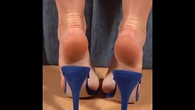 sexy mature soles in highheels footplay