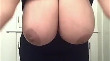 Milf with Jiggly Boobs ❤️