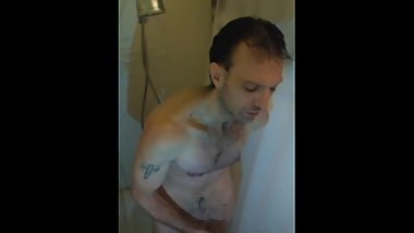 A big dick romantic mature male in the shower.(spy cam)