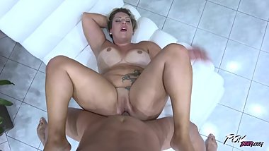 She Holds Her Legs Up Waiting For A Pussy Cumshot & Fat Mature Got Her Brai