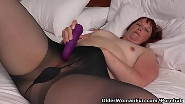 Big bottomed milf Scarlett from the USA fucks a dildo