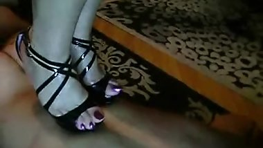 MISTRESS REINA FOOT WORSHIP 1