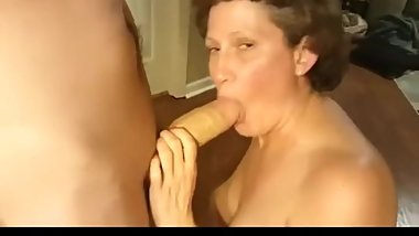Sexy American Mom Gives Birthday Blowjob