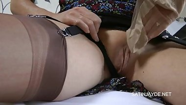 sexy british amateur mature Jayde playing withe her stocking