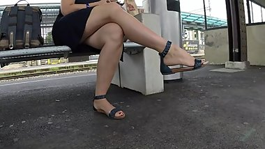 BEST 2018 SEXY TEEN MILF LEGS CROSSED TOES AMATEUR VOYEUR CANDID FEET 101