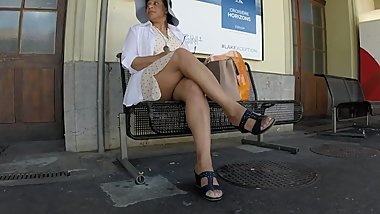 BEST 2018 SEXY TEEN MILF LEGS CROSSED TOES AMATEUR VOYEUR CANDID FEET 91