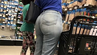 SPY ON BBW THICK ASS IN JEANS CANDUD UNAWARE