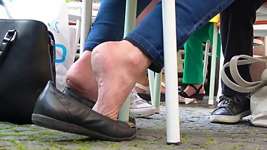 Mom's Heel-Popping Dip Outside The Cafe