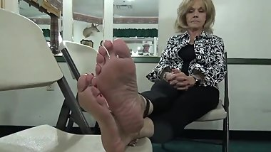 extremely mature feet
