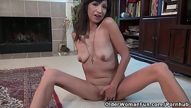 American milf Sahara exposes her hard nipples and more