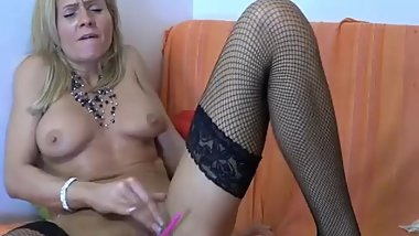 Hot milf oiling her ass & squirting hairy pussy