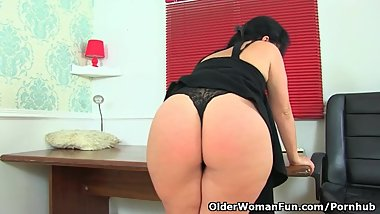Spanish milf Montse Swinger can't control her sex urges